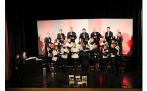 Mešani pevski zbor sveti Anton Kobarid je zapel na domačem odru.  Foto: Nataša Hvala Ivančič