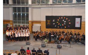 Zbor Mavrica in orkester Simfonika