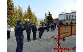 Mladinci PGD Kanal pred vezanjem vozlov. Foto: Andrej Ponikvar