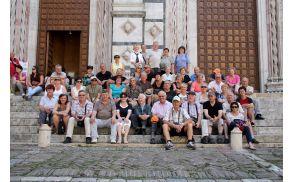 *Pred mogočno katedralo v Firencah s pesmijo Pesem sužnjev