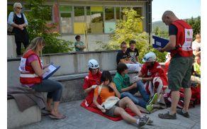 Delovišče pri osnovni šoli je prikazovalo potres, oskrbeti pa je bilo treba cel razred.