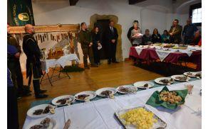 Na podelitvi so spregovorili gostje in pohvalili vse sodelujoče pridelovalce suhomesnatih izdelkov.