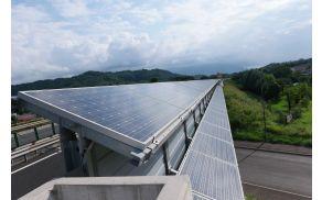 648 m dolga sončna elektrarna ima 644 panelov, skupna površina znaša 1.082 m2. (Foto: GO-TV)
