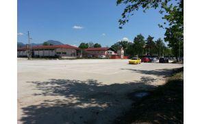 začasno parkirišče na Selišah pred začetkom del.