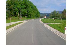 Seliška cesta, ob kateri sta vrtec in šola, je zelo prometna in od voznikov zaradi najmlajših zahteva veliko pozornosti.