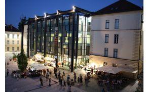 Slovenski etnografski muzej v večernih urah.