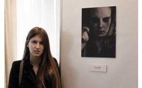 Neja Hrovat z zmagovalno fotografijo natečaja Vesna – Živeti življenje brez nasilja, osebni arhiv Neje Hrovat