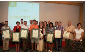 Stane Homar z nagrado (prvi z leve), foto: KGZS