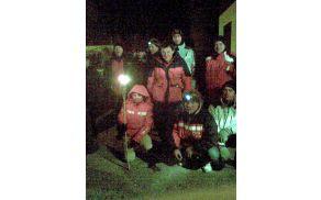 Pred začetkom pohoda se je skupina zbrala pri večnamenskem objektu v Levpi. Foto: Darko Bavdaž
