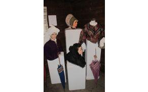 Razstava oblačilne dediščine v Kurnikovi hiši. Foto: Bojan Knific