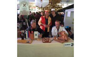 Tudi naši gostje so se našemili in na karnevalu predstavljali Slovaško.