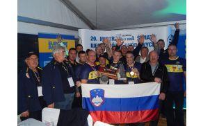 Slovenska reprezentanca ZŠAM s člani nacionalne delegacije