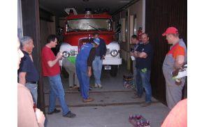 Pri čistilni akciji so sodelovali gasilci