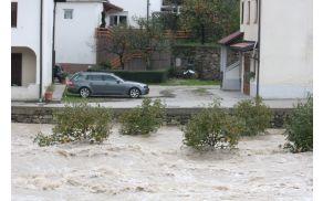 Soča je sama zarisala poplavne meje. Foto: Toni Dugorepec