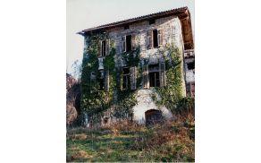 """Tako izgleda danes šola v Šeberjaku -100 let potem, ko jo je zgradil """"rank"""" Šeberjak. Foto: Jože Kralj"""