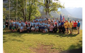 Vsi sodelujoči pri tekmovanju za svetovni pokal v kajakaškem maratonu. Foto: Kajak kanu klub Bohinj