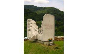 Spomenik posvečen pohodu partizanov v Beneško Slovenijo je oblikoval Negovan Nemec, postavili pa so ga 21. oktobra 1984. Vir: Spletna stran revije Svobodna misel