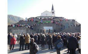 Slovesnosti so se udeležili številni predstavniki italijanskih in slovenskih oblasti in organizacij. Foto: Nataša Hvala Ivančič