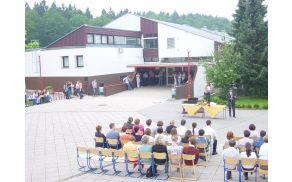 ¨Prireditev pred šolo