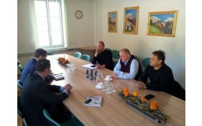 Na Občini Kobarid sta se župana Občine Kobarid in Občine Bovec srečala z županom Občine Kluže in svetnikom v Regionalnem svetu FJK. Foto: Milan Štulc