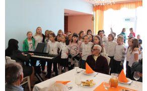 Program so popestrili učenci OŠ Antona Bezenška Frankolovo.