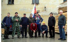 Na pohod so se že tradicionalno odpravili veterani s svojim praporom.