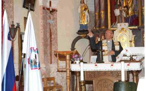 Blagoslov je opravil domači župnik Jože Turinek.