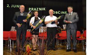 Nagrajenci - Filip Povše, Maja Žibert in Maks Kurent - ter župan Rupert Gole