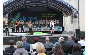 Otvoritveno slovesnost Svetovnega pokala v spustu na divjih vodah SOČA 2015 sta vodila Metka Miklavič in Bojan Makovec.