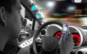 uporaba telefona med vožnjo zmanjša pozornost