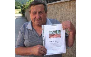 Jože Žnidaršič je od Splošne bolnice Celje, transfuzijski oddelek, prejel priznanje za 150-krat oddano kri.