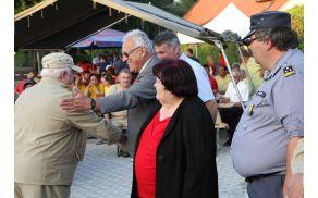 Pokale in priznanja najboljšim so ob koncu podelili predsednik KS Gotovlje Henrik Krajnc, žalski župan Janko Kos in starša Maruške Cokan.