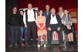 Polzelski amaterski gledališčniki, ki nastopajo v predstavi Razvalina življenja.