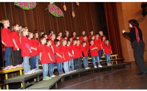 Med nastopom mlajšega otroškega zbora OŠ Vransko-Tabor, ki ga vodi Danijela Jeršič.