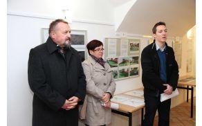 Na sliki: od leve proti desni župan Franc Sušnik, Marija Jerman in Rudi Pušnik, uslužbenca občinske uprave Vransko