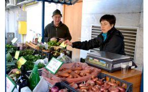 Kmetija Zalar iz Gabrč že več let prodaja zelenjavo na prostem.