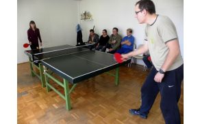 Jerneja in Jaka med partijo namiznega tenisa