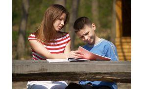 Učenci in dijaki lahko ob dodatni učni pomoči hitreje napredujejo