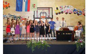 Devetošolci, pevci mladinskega pevskega zbora OŠ Vojnik