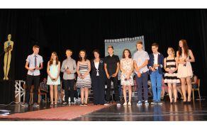 Najboljši učenci generacije 1999 z županjo Darjo Hauptman. Foto: N.H.I.