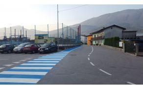 Varna šolska pot na Šarfovi ulici v Kobaridu. Foto: Nataša Hvala Ivančič