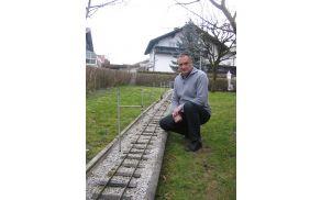 *Miniaturna železnica Vilija Škofleka je nastala na domači zelenici.