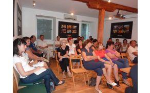 Obiskovalci so z zanimanjem polslušali vabljene goste