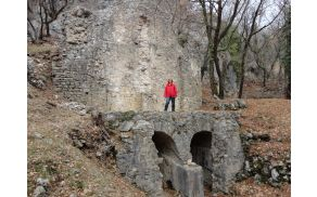 Avtorica prispevka na vodnem stolpu