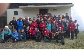 Celotna skupina pohodnikov na Kremžarici