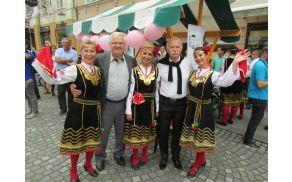 Plesalke iz Bolgarije pozdravljajo bralce Ogledala.