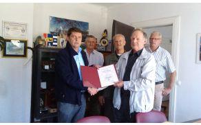 Podelitev priznanja županu Francu Kramarju.