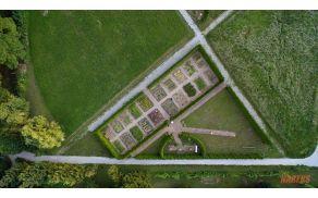 Zeliščni vrtovi iz ptičje perspektive | FOTO: Matej Nareks