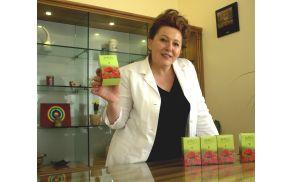 Ana Agatha Sedej, ki nadaljuje družinsko tradicijo, vse zeli, ki jih uporablja, pripravlja strokovno in v okvirih standardov farmacevtske industrije.
