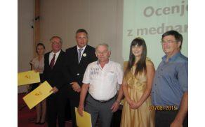 Janko Prebil na podelitvi skupaj z ministrom, direktorjem Pomurskega sejma ter medeno kraljico.